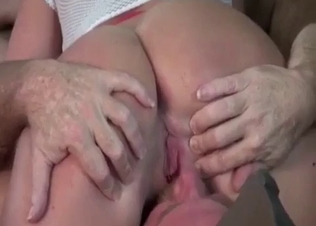Ponytailed slut licked by her own dad
